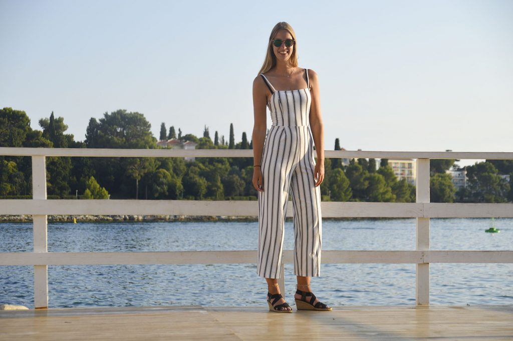gestreepte jumpsuit outfit