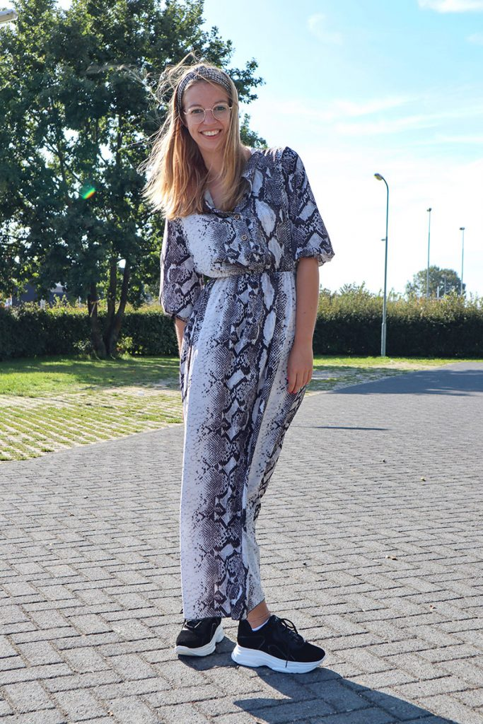 Lange slangenprint jurk