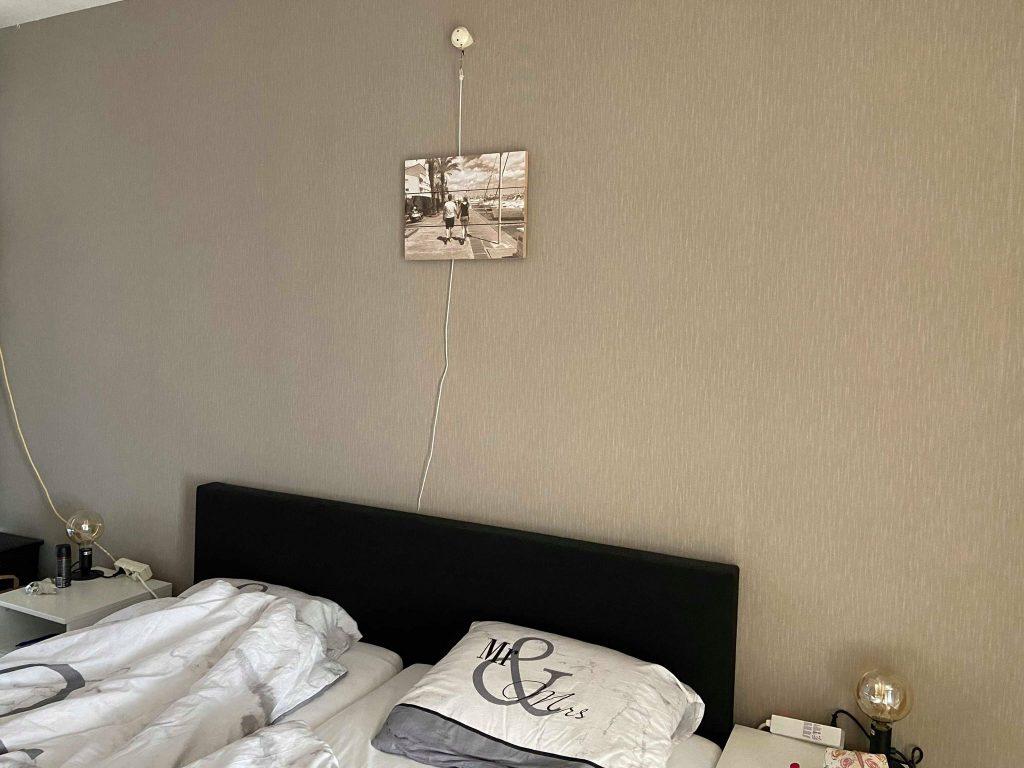 behang aan de muur